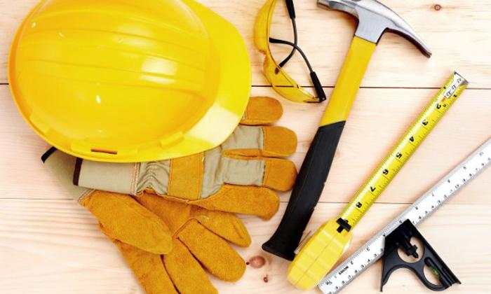 Kask i narzędzia budowlane